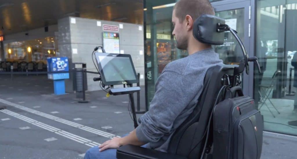 Conduire son fauteuil roulant avec ses yeux